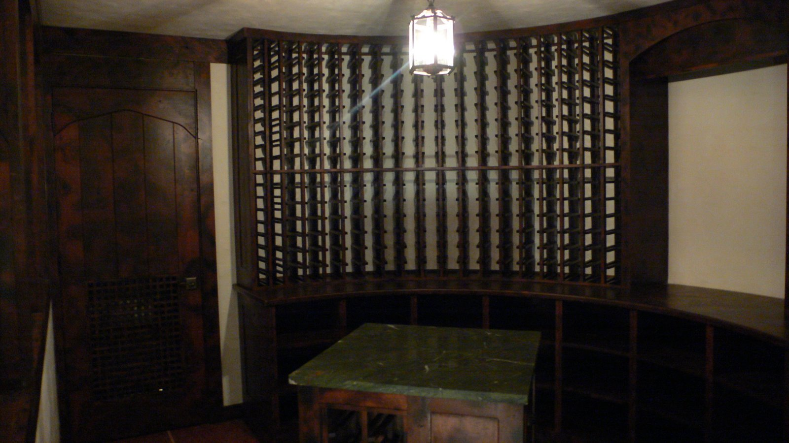Wine cellar dining room for Wine pictures for dining room